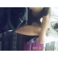 【黒】車内で必死に勉強している制服女子