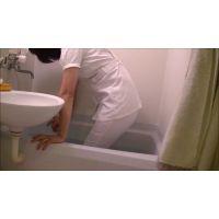 スケスケ看護師スタイル�着衣のまま入浴編