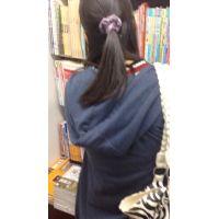 【逆さ、めくり】1人で買物に来ていた黒髪に粘着