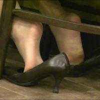 ☆動画☆ランチ中OLの足の裏 7