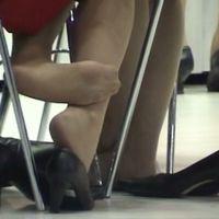 ☆動画☆テーブルの下でのいろいろなパンプス脱ぎ