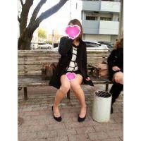 お姉ギャルのエロい生足から覗くパンチラ(1)