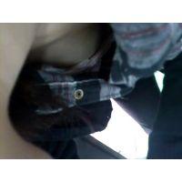【胸チラ】知り合いをわざと屈ませて胸チラさせこっそり撮影 1
