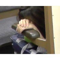 ガチ!満員電車で女の手に勃起チ○ポ押し付けVol.8 〜ひじ掛けとチン見せと眠りの森のJなK〜