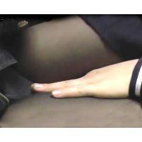 電車で女の手に勃起チ○ポ押付Vol.22〜自信作!若い太ももかゆがる女○生!チ○ポに絡みつく淫密指