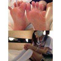 【意外に毛深い?】ぶつぶつの毛穴が見えるのセーラー服女子の生足