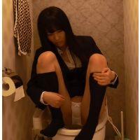 背徳な少女 トイレで…。