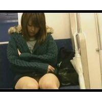 ギャル電車内対面パンチラ【高画質】-43