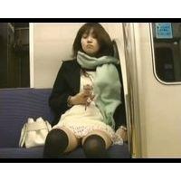 ギャルJK電車内対面パンチラ【高画質】-44