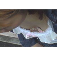 街角)お姉さん 胸チラ盗撮 白とピンクのぶらがたまらない