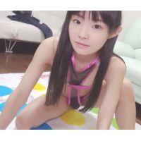 ☆Cモデル ゆりなちゃんシリーズ� ツイスター エナメルハイレグ(ピンク) ぎりぎりの衣装で開脚ポーズ