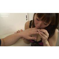 【フルHD】舐め続ける女 巨乳美人の指フェラ&腕舐め!編