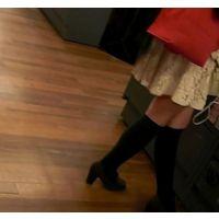 逆さ撮り重ね履きピンクのパンチュがハミ出てますw【ロリ動画】17と19セット販売