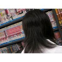 幼い学生を逆さ撮り可愛い白のパンチュ立ち読み中【ロリ動画】24と10セット販売