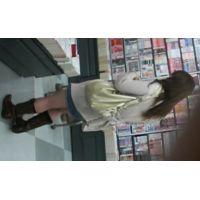 白のパンチュ書店にいる私服姿女の子を逆さ撮りロングヘアー【動画】08と04セット販売