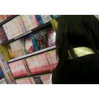 お嬢様学校の女の子立ち読み中逆さ撮りパンストに白のパンチュ【ロリ動画】25