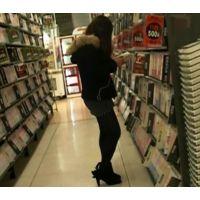 逆さ撮りレンタルショップで立ち読み中のギャル【動画】10とjackセット販売