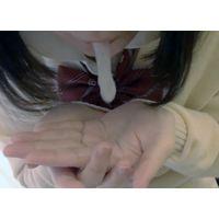 濃厚な精液で吐き気 口内射精後のザーメンを数回にわけて手に吐き出す