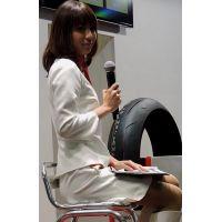 2015モーターサイクルショー全身白でトークショーをするコンパニオン【動画】イベント編 1204と1259セット販売