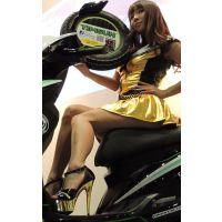 2015モーターサイクルショーお尻が見えてる?タイヤを持ってバイクに乗る【動画】イベント編 1277