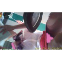 ワゴンガールの生パンチラ15-2(B)