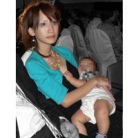 【子育て中のママがエロすぎる!★8 】人妻 若妻 盗撮 胸チラ パンチラ
