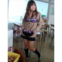 【校内で撮ってる女子がエロすぎる!★1 ,2,3セット!】女子高生 高校 学生 部活 胸チラ パンチラ