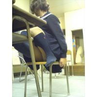 【校内で撮ってる女子がエロすぎる!★3 】女子高生 高校 学生 部活 胸チラ パンチラ