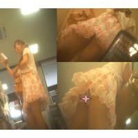 花柄スカート女子大生
