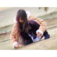 【公園シリーズ001】 黒タイツで大開脚の美少女