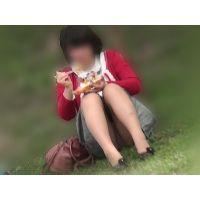 【お花見シリーズ005】 桜の花びらと赤いカーディガン