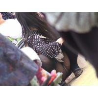 【お祭シリーズ008】 車いすの隣で脚をひらくぽちゃ姉さん