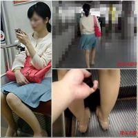 【逆さ撮り】逆さの瞬間 Part51(脚の綺麗な奥さんと旦那のそばで撮られた奥さん)