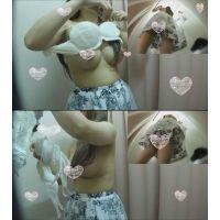 視線くぎ付け!着衣でもはっきり分かる巨乳さんのFカップブラ試着 僕のお店の試着室12