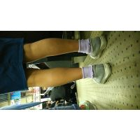 女性の脚 私服3