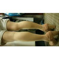 女性の脚 私服ショートパンツ