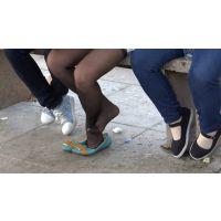 靴脱ぎしてる女子大生の黒ストッキング足に思いっきり寄ってみた