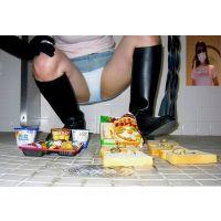 悪女MAYAがごはんの上に大量のうんこをぶちまけた後、弁当を踏み潰す!!