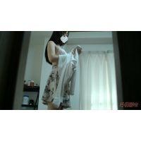 着替え隠撮 アイドル顔の18歳 部屋の隙間から 私服〜部屋着
