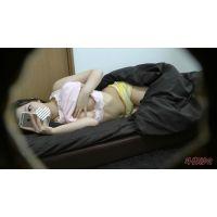 【仕掛けたカメラで撮れちゃいました‼】---デパートの美人受付嬢のオナニー---【個人撮影】