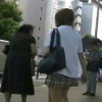 〜その�〜被害者数名! 制服J○ パンツ盗撮風動画