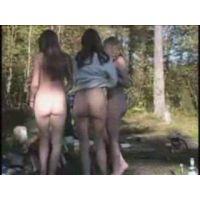 ヌーディスト村の美少女達