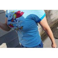街、盗撮、着衣巨乳!アメコミTシャツの女!