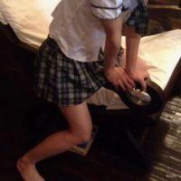 【椅子プレイ】セーラー服コスプレで擦りつけ角オナニー(斜め上から撮影)