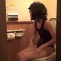 【イメージ・フェチ動画】スクール水着とトイレ