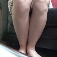 【脚/足フェチ】打ち合わせ中のモデルの脚をロング撮影