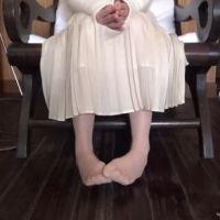 【脚/足フェチ】打ち合わせ中のモデルの脚 No.1 (サンプル)