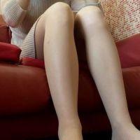 【脚/足フェチ】ソファで打ち合わせ中のモデルの脚�[フルHD]