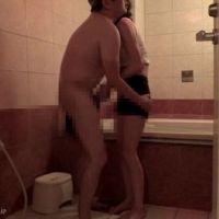 【旦那にさえ許さなかった事を】お風呂場で若い人妻に洗ってもらい手コキも