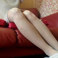 【脚/足フェチ】ソファで打ち合わせ中のモデルの脚[フルHD]